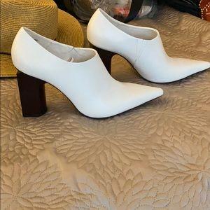 White Zara booties never worn 39